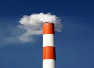在雷暴季节许多新建烟囱结构已成为雷暴期间的导火索